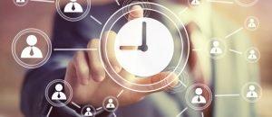 Otmize rotas iclass software de ordem de serviço online 300x130 Businessman hand press web clock time sign button